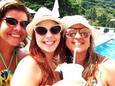 "35 Likes, 4 Comments - Ana Brasil (@ana_brasil) on Instagram: ""Divando em Angra com a família neste Natal 😜😆🎄 - #natal #xmas #xmastime #family #angradosreis…"""