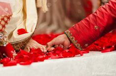 An Indian wedding ceremony where traditional rituals and customs are performed by the bride and groom. Indian Wedding Ceremony, India Wedding, Traditional Indian Wedding, Wedding Rituals, Indian Style, Mehndi Designs, Indian Beauty, Indian Fashion, Asian