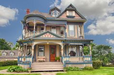 Photos of Queen Anne in Iowa known as Banta House is on the market. Beautifully restored 1897 Queen Anne on the National & State Register of Historic Places Beautiful Buildings, Beautiful Homes, Landscape Arquitecture, Historic Homes For Sale, Victorian Style Homes, Victorian Era, Victorian Porch, Old Mansions, Victorian Architecture