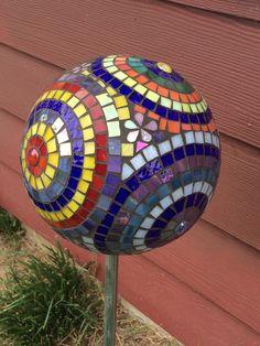Mosaico vidrio colorido jardín de círculos por DawgHouseCreations