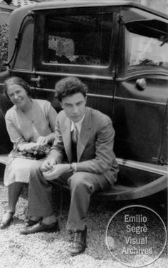 Ann Kramers and a young Robert Oppenheimer sitting on the running board of a car, probably in California in the 1930's. J Robert Oppenheimer, Institute Of Physics, Manhattan Project, Destroyer Of Worlds, Do Men, People Laughing, Physicist, Freedom Of Speech, Reality Quotes