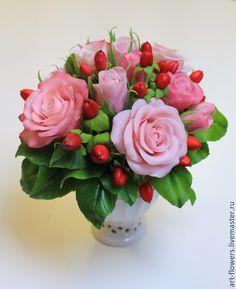 Букет с кустовыми розами и гиперикумом. Полимерная глина. Автор - Елена Щеглова
