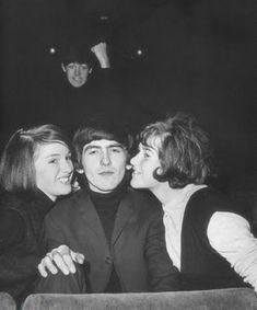 lol photobombing Paul