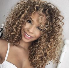 20 Long Curly Hairstyles and Colors 2019 Blonde Curly Hair colors Curly hairstyleforwoman hairstyles Long longcurlyhairstyle Mixed Curly Hair, Ombre Curly Hair, Colored Curly Hair, Curly Hair Cuts, Curly Hair Styles, Natural Hair Styles, Blonde Curly Hair Natural, Thin Hair, Blonde Highlights Curly Hair