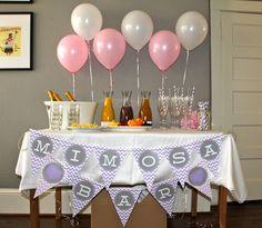 Mesa de Mimosas para Chá Bar. Fofíssima, não? Aposte em drinks self-service, para bebidas customizadas por cada convidado!