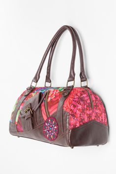 Go out and conquer the afternoon on crazy days with this bowling bag. It  measures 33 x x 18 cm and has 2 exterior and 3 interior pockets. The design  is an ... 9940a45e9d75d