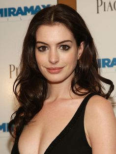 "Anne Hathaway Photos - Actress Anne Hathaway attends the premiere of 'Becoming Jane' presented by Miramax at the Landmark Sunshine Cinema July 2007 in New York City. - Miramax Presents The Premiere Of ""Becoming Jane"" - Arrivals Beautiful Celebrities, Beautiful Actresses, Beautiful Women, Hottest Young Actresses, Female Actresses, Anne Hathaway Hair, Anne Jacqueline Hathaway, Anne Hattaway, Becoming Jane"