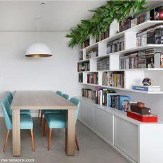 Sala de reunião l Estante deixando livros, revistas e DVDs bem organizado. Projeto @gfprojeto  /mariana_orsi/ #office #work #amazing #photooftheday #cool #homedecor #arquiteta #decor #design #marcenaria #book #dvd #revista #instagood #architecture #photo #lucuryhomes #decora #instalike #instalove #instafriends #blogfabiarquiteta #fabiarquiteta http://www.fabiarquiteta.com