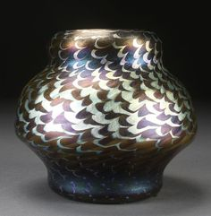 Tiffany Studios, New York, Iridescent Favrile Glass Vase. Glass Vessel, Glass Ceramic, Glass Art, Tiffany Stained Glass, Tiffany Glass, Tiffany Art, Tiffany And Co, Crushed Glass, Glass Texture