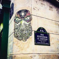 Mask !  #streetart #art  #paris #france #graffiti #graff #instagraffiti #instagraff #urbanart #wallart #artist #urbanart #parisarturbain #parisart #iloveparis #paris6 #paris  #mask #face  #masque #barbe #beard #collage
