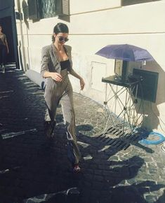 blogofkendall: Fan picture of Kendall in Piazza di Trevi in... Come check out my board for more! #kendalljenner #kendalljenneroutfits #kendalljennerstyle #kendalljennerphotoshoot