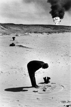 moslem praying towards mecca at rub al khali in the deserts of saudi arabia, 1974 [original] © marc riboud/ magnum photos