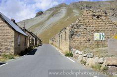 Camps Des Fourches - © 2012 - Ancien casernement de Chasseurs Alpins situé à 2300m d'altitude sur la commune de Saint-Dalmas-Du-Selvage. Construction en 1896 et abandonné après la seconde guerre mondiale.