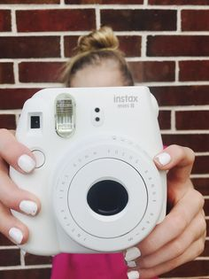 Love this photo ❤ polaroid Instax Mini Album, Instax Mini 90, Fujifilm Instax Mini, Polaroid Camera Pictures, Polaroid Photo Album, Polaroid Ideas, Mini Polaroid, Polaroids, Cute Camera