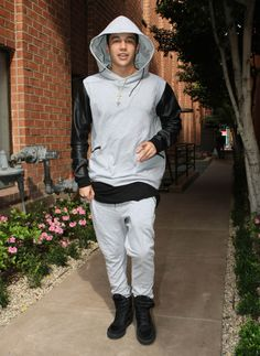 Austin Mahone Full Sweat Suit Fabulous - http://oceanup.com/2015/02/20/austin-mahone-full-sweat-suit-fabulous/
