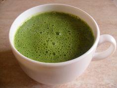 Frullato alle vitamine – Ricette Vegan  Ingredienti:  1 manciata abbondante di spinaci freschi (io ne metto parecchi)  1 banana  latte di soia qb