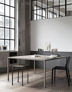 Helsinki square table / Desalto
