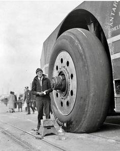 "1939 ""Big Bertha"" – Admiral Byrd's Monster Snow Cruiser Cool Trucks, Big Trucks, Cool Cars, Heavy Construction Equipment, Heavy Equipment, Snow Vehicles, Vanz, Big Bertha, Engin"