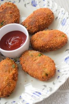 Cheesy vegetable cutlets is a deep fried patties made from vegetables, potatoes and cheese. Veg Cutlet Recipes, Cutlets Recipes, Indian Dessert Recipes, Indian Snacks, Indian Appetizers, Indian Recipes, Breakfast Recipes, Snack Recipes, Cooking Recipes
