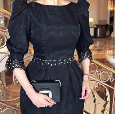 Modest Dresses, Simple Dresses, Kpop Fashion Outfits, Fashion Dresses, Hijab Evening Dress, Mode Abaya, Sleeves Designs For Dresses, Stylish Blouse Design, Elegant Dresses For Women