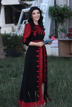 Stylish Dresses For Girls, Dress Clothes For Women, Unique Dresses, Afghani Clothes, Long Sleeve Chiffon Dress, Afghan Dresses, Indian Fashion Dresses, Caftan Dress, Pakistani Dress Design