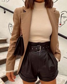 Winter Fashion Outfits, Fall Winter Outfits, Look Fashion, Autumn Fashion, Shorts In Winter, Winter Shorts Outfits, Fall Shorts, Fashion Sets, Summer Shorts