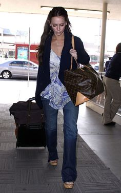Jennifer Love Hewitt and Louis Vuitton Cabas Mezzo Bag #handbags #louisvuitton #celebrity