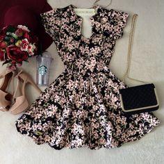 Vestido Manguinha  Clarice  Neoprene C/ BOJO FECHADO  nas costas( Estampa  Mini flores/Fundo Preto) - Melrose Brasil
