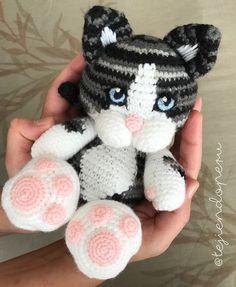 Nuestra gatita Micha en amigurumi  Adaptamos el patrón para regalársela a Lorena! Amigurumi cat