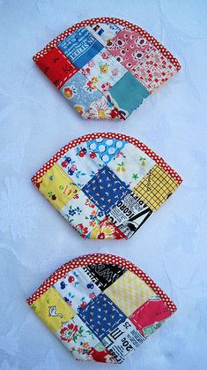 Finished these fun pouches, all with hand-sewn zippers and hand quilting. The tutorial (link below) is in Chinese, but the photos are perfectly clear. I made the process faster by sewing strips of fabric together vertically, then cutting each set horizontally into three strips of squares for the three pouches rather than piecing individual squares. Hope that makes sense.  If you're not super comfortable with putting narrow single binding on small items, I highly recommend Kerry's fantastic…