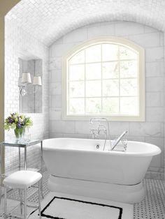 Carrara Fehér márvány szürke erezettel Olaszországból A Carrara leírása Olaszország egyik legnépszerűbb, ikonikus márványfajtája. A színe a fehértől a világos szürkéig terjed altípustól (pl. Bianco Carrara) függő tónusú szürke erezettel. ...