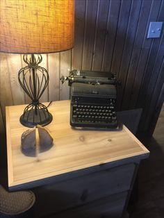 Great finds, vintage typewriter, lamp and crystals. Vintage Typewriters, Nespresso, Coffee Maker, Kitchen Appliances, Crystals, Lighting, Home Decor, Typewriters, Coffee Maker Machine