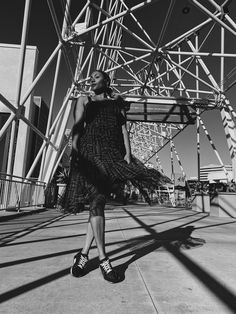 """Shadow play photography from """"How To Style Plaid"""" fashion article. Plaid Fashion, Tomboy Fashion, Plaid Outfits, Plaid Dress, Black And White People, How To Wear Sneakers, Sneak Attack, Fashion Terms, Dad Shoes"""