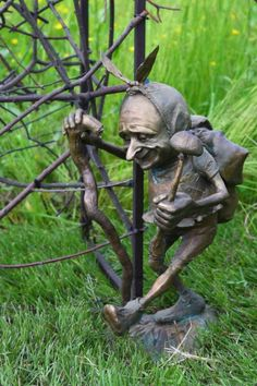 Victoria Chichinadze bronze sculpture - Бронзовая садовая скульптура