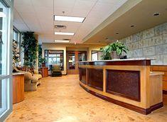 Brown-Lobby-Betonboden Richardsons Concrete Effects Carmichael CA. Basement Flooring Waterproof, Basement Flooring Options, Types Of Flooring, Stone Flooring, Flooring Ideas, Diy Design, Modern Design, Concrete Countertops, Concrete Floors