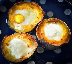 Gem squashes filled with baked eggs and Parmesan Healthy Food Options, Healthy Recipes, Healthy Meals, Vegetable Dishes, Vegetable Recipes, Gem Squash, Banting Recipes, Snack Recipes, Snacks