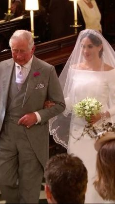 Meghan Markle's Wedding Bouquet Included Handpicked Flowers From Harry Harry And Meghan Wedding, Meghan Markle Wedding, Meghan Markle Style, Prince Harry And Meghan, Royal Brides, Royal Weddings, Disco Night, English Royal Family, Wedding Bouquets