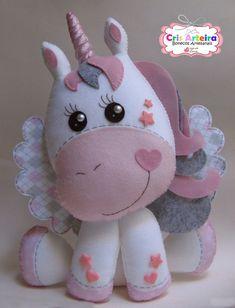 Diy Craft Projects, Sewing Projects, Felt Baby, Felt Patterns, Felt Toys, Felt Christmas, Christmas Ornaments, Felt Ornaments, Unicorn Birthday