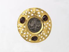 During the Republic, Romans shunned the opulent display of jewellery. Years  later, as the Empire was established, vast amounts of gold and a wide array  of ...