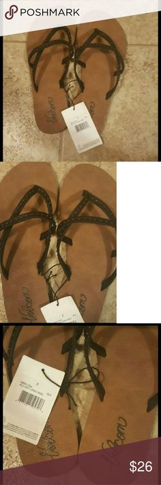 Volcom sandals sz 7 ⭐Size 7.  ⭐Super cute brown and black volcom flip flops ⭐never worn Please feel free to ask me any questions. Not trades. Cat friendly home Volcom Shoes Sandals