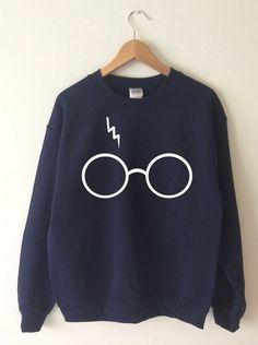 Harry Potter Sweatshirt Lightning Glasses Sweater Crew Neck High Quality SCREEN PRINT Super Soft fleece lined unisex Worldwide ship Harry Potter Sweatshirt, Harry Potter Shirts, Harry Potter Outfits, Harry Potter Clothing, Harry Potter Fashion, Mode Style, Style Me, Mode Harry Potter, Mode Outfits