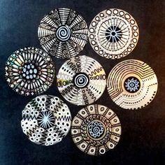 et blanc-Graphisme sur CD Crafts With Cds, Recycled Cd Crafts, Old Cd Crafts, Diy Resin Crafts, Diy Home Crafts, Hobbies And Crafts, Art Cd, Cd Diy, 6th Grade Art