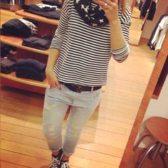 Love this outfit #baggyjeans #allstars #stripes #stars #black&white