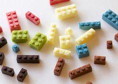 Los precisos, dulces y funcionales ladrillos Lego de chocolate de Akihiro Mizuuchi // Akihiro Mizuuchi makes chocolate Lego Bricks