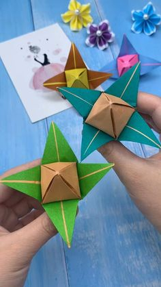 Diy Crafts For Girls, Easy Arts And Crafts, Paper Crafts For Kids, Book Crafts, Paper Origami Flowers, Instruções Origami, Origami Paper Art, Valentine Crafts, Simple Paper Crafts