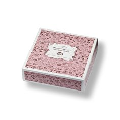 Handcrafted chocolate cake box by Remmert Dekker Packaging