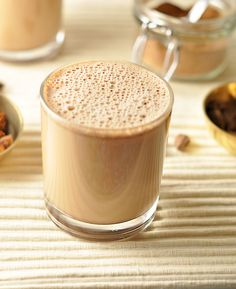 Start your morning with this delicious creamy chai latte. It will satisfy your taste buds and keeps your body happy. Caffeine and dairy free. Tea Recipes, Coffee Recipes, Curry Recipes, Vanilla Chai Tea Latte Recipe, Chia Latte Recipe, Rooibos Tee, Smoothies, Popular Drinks, Milk Tea