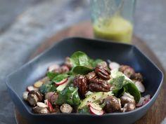 Salat aus jungem Spinat und feurigen Pekannüssen ist ein Rezept mit frischen Zutaten aus der Kategorie Blattgemüse. Probieren Sie dieses und weitere Rezepte von EAT SMARTER!