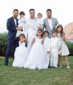 Fc Bacelona, Messi And His Wife, Anto Roccuzzo, Messi Art, Lionel Messi Family, Cr7 Junior, Leonel Messi, Messi Soccer, Chelsea