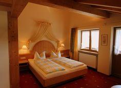 Doppelzimmer Nr. 16 #Kleinwalsertal #Zimmer #Gatterhof #Urlaub Diy Room Decor, Home Decor, Easy Crafts, Life Hacks, Bedroom, Furniture, Single Bedroom, Ad Home, Decoration Home